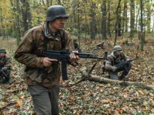 Feldwebel Holt beim aufklären - Six Minutes of War